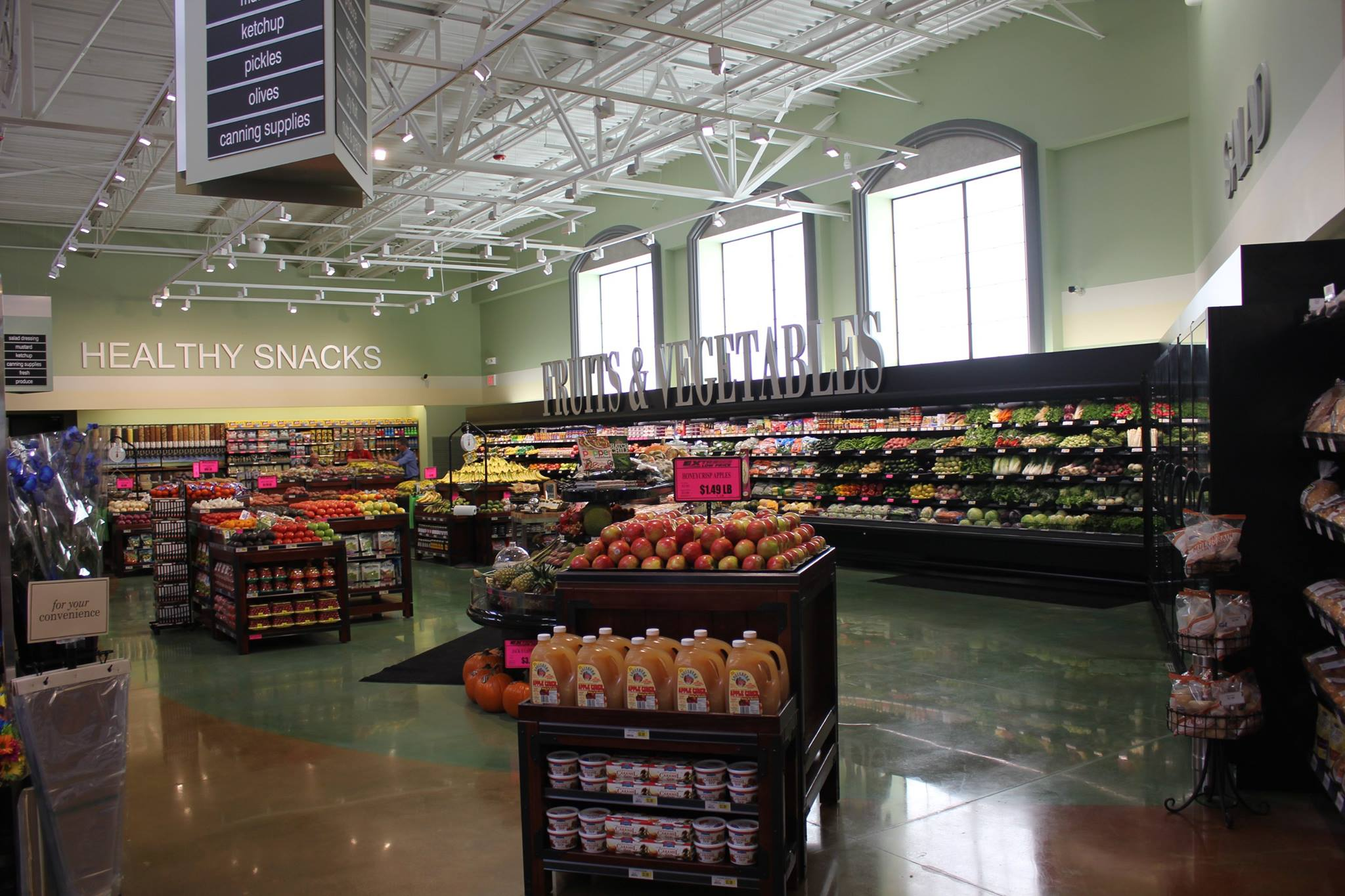 Employee-Owned Grocery Chain Shares How it Retains & Empowers 4,000 Team Members